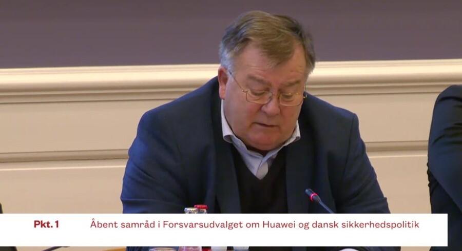 Forsvarsminister Claus Hjort Frederiksen (V)mener ikke, at Danmark kan forbyde bestemte leverandører som Huawei til afgørende dele af den danske infrastruktur, konkret telenettene, men de skal kontrolleres bedst muligt. Foto: Folketingets net-TV