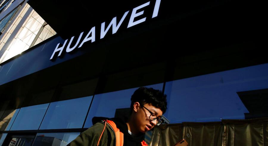En kontrakt om fiberoptisk netværksudstyr fra Huawei til Banedanmarks digitale infrastruktur langs jernbanen er pludselig blevet revet over.
