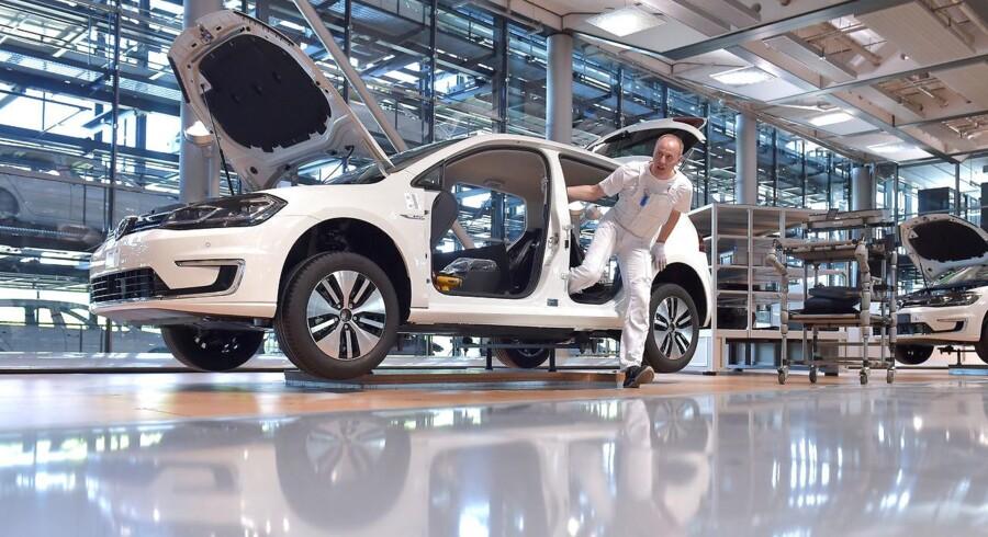 Dansk eksport til Tyskland består i høj grad af underleverancer til de store tyske industrivirksomheder, og derfor har vores eksport til Tyskland det svært, når den tyske industri lider. Her er det Volkswagen. Arkivfoto: Matthias Rietschel/Reuters/Ritzau Scanpix
