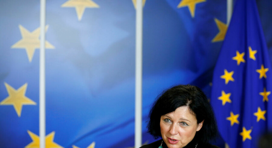 »Dette er min personlige holdning: Vi har åbnet den gyldne port til Europa for dem, som har penge. Det ser jeg på med bekymring,« siger EUs retskommissær, Vera Jourová.