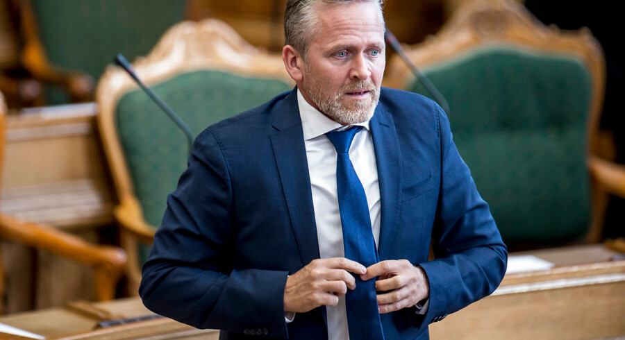 Anders Samuelsen (LA) bliver kritiseret af Folketinget i sag om fortrolige oplysninger i forbindelse med krigsudredningen.