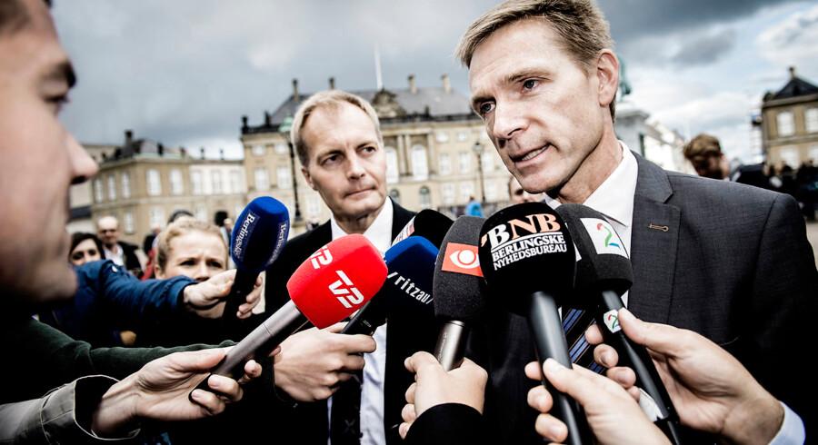 Et interview med Dansk Folkepartis udlændingeordfører, Martin Henriksen, fik i november flere avisledere til at beskylde DF for faktafornægtelse. Men det er »helt ude af proportioner at fare frem på den her måde«, mener DFs gruppeformand, Peter Skaarup (til venstre).