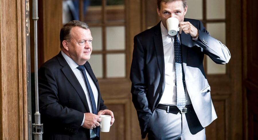 »Det har han ikke ret i. Så simpelt er det. Punktum.« Venstres menneskerettighedsordfører, Jan E. Jørgensen, gav ikke meget for den tolkning af Grundloven, som DFs Martin Henriksen fremkom med i et interview med Berlingske. På flere andre punkter er der også paragrafafstand mellem statsminister Lars Løkke Rasmussens og DF-formand Kristian Thulesen Dahls to partier.