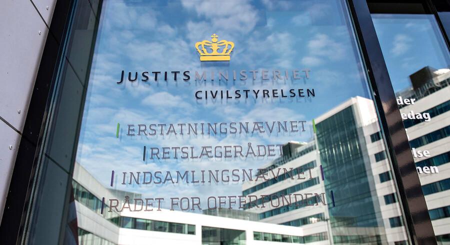 Civilstyrelsen under Justitsministeriet, ligger i Viborg som en del af regeringens udflytning af statslige arbejdspladser . Erstatningsnævnet, Retslægerådet, Indsamlingsnævnet, Rådet for Offerfonden.