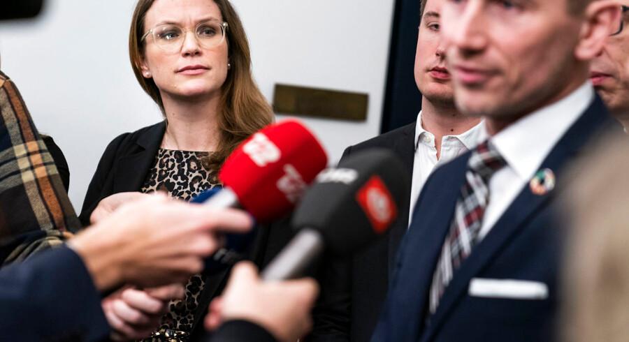 Onsdag morgen lykkedes det et bredt flertal i Folketinget at blive enige om en længe ventet justering af folkeskolereformen fra 2013. Undervisningsminister Merete Riisager (LA) blev undervejs fjernet fra bordenden, og finansminister Kristian Jensen (V) fik i stedet rollen som mødeleder.