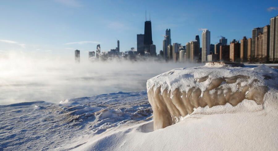 Der er varmere i dybfryseren end ude på gaderne i en stribe delstater i USA.De er ramt af en usædvanlig kulde. Selv det pligtopfyldende postvæsen må give op. (Foto: STRINGER/Ritzau Scanpix) Stringer/Reuters