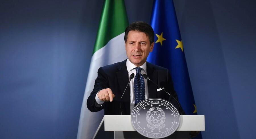 Italiens premierminister Giuseppe Conte står i spidsen for et land, der kæmper med store økonomiske problemer. Netop offentliggjorte væksttal viser, at landet nu er inde i en teknisk recession.
