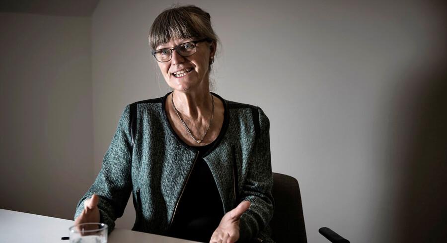 Nina Smith, formand i Forenet Kredit og økonomiprofessor, hælder selv mest til de fastforrentede realkreditlån og har en forventning om en stigende rente.
