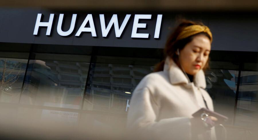 EU melder sig på banen og skal diskutere et et muligt forbud mod Huawei i Europa.
