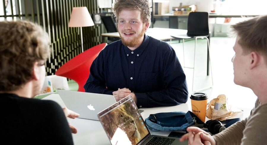 Der er talenter på alle uddannelser, siger uddannelses- og forskningsministeren. Emil Sihvonen Kromann er en af dem. Han læser til lærer på Københavns Professionshøjskole og deltager i et særligt talentprogram finansieret af Novo Nordisk Fonden.