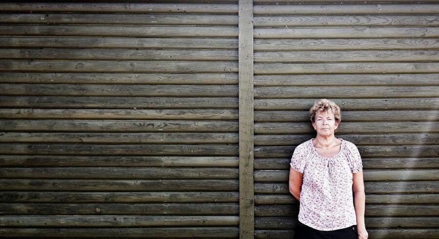 I 2011 opdagede Helle Olsen, at der blev svindet med afgifter for millioner på hendes arbejdsplads, en renovationsplads i Odense. Hun gik til politiet med sin i dag velbekræftede mistanke – og blev efterfølgende fyret for illoyalitet. Hun har siden kæmpet for at komme tilbage på arbejdsmarkedet.