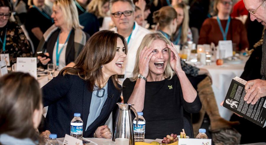 Kronprinsesse Mary og Maryfondens direktør Helle Østergaard under Fri for Mobberi 10-års konference i Docken i København tirsdag den 7. november 2017. (Foto: Mads Claus Rasmussen/Scanpix 2017)