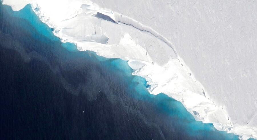 Det store hulrum er opdaget på den vestlige side af den store Thwaites-gletscher.