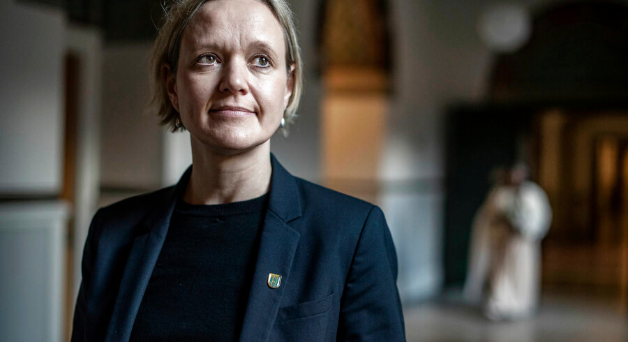 Flere københavnske borgere med tilknytning til rocker- og bandemiljøet skal i et nyttejob og i flere timer ugentligt, end tilfældet er i dag, mener beskæftigelses- og integrationsborgmester Cecilia Lonning-Skovgaard (V). I kølvandet på nye tal for aktiveringsindsatsen i Københavns Kommune vil hun nu få strammet op.
