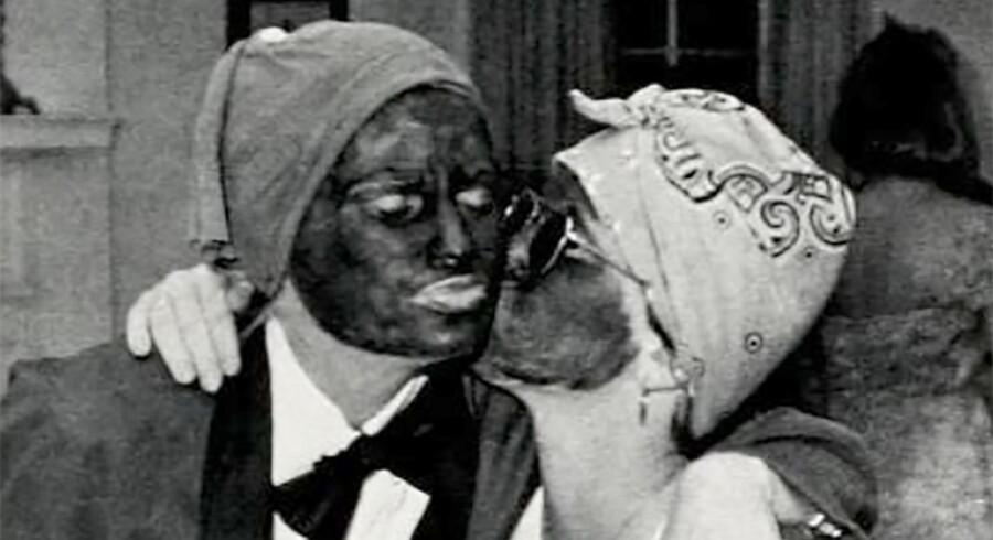 Især i de amerikanske sydstater er der en lang tradition for, at hvide maler sig sorte i ansigterne for at gøre grin med sorte og udstille dem som mindre begavede.