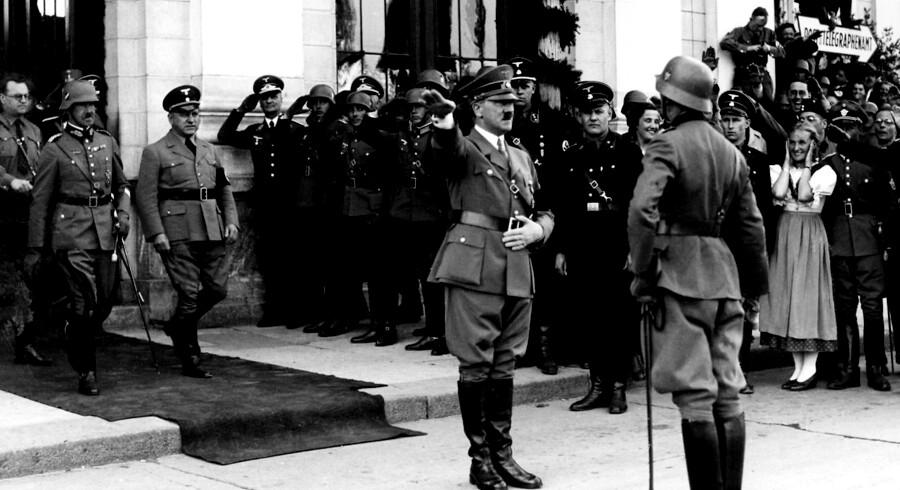 »Hvad gør vi, når vi står over for nazisme eller fascisme? Så har vi ikke længere ord til at beskrive det med, fordi ordene er blevet så slidte,« siger lektor i historie, Claus Bundgård Christensen.