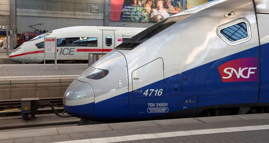 Europa-Kommissionen har blokeret fusionen mellem Alstom og Siemens' togdivisioner. Men ud af de 3.000 fusioner, som Kommissionen har set på i de sidste ti år, er ni blevet blokeret. En stor hammer skal netop anvendes med stor omhu, skriver Stina Soewarta, chef for Europa-Kommissionens Repræsentation i Danmark. Togene her på billedet er bygget af henholdsvis Alstrom og Siemens.