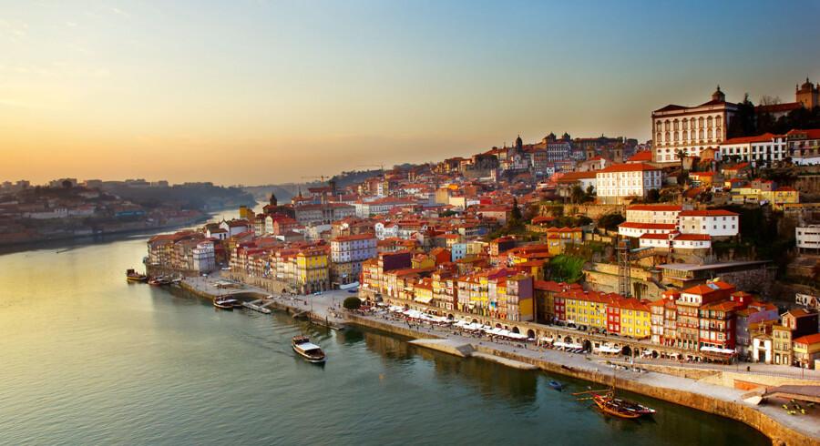 Porto kaldes også Douro-dalens »hovedstad« og er kendt for andet end kakler og portvinshuse. Den charmerende by i nord kan sagtens hamle op med Lissabon hvad kunst, arkitektur og folklore angår.