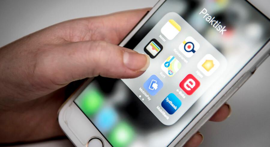 86 procent af de danske kvinder benytter sig af mobilbetaling, mens det samme kun gælder 74 procent af mændene. Det fremgår af en ny undersøgelse, som Yogov har foretaget for Nordea.