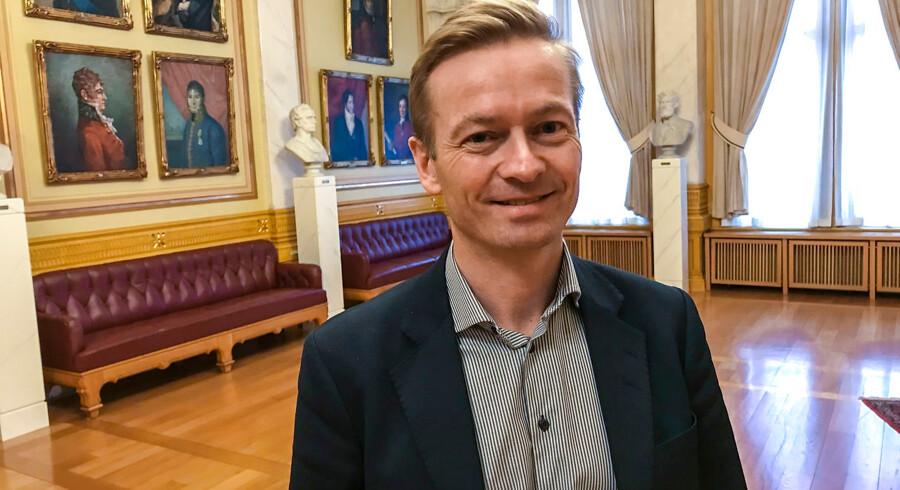 Helge Orten er medlem af Høyre i Norge og formand for Stortingets transport- og kommunikationskomité. Han mener, at landets store olierigdomme giver et særligt ansvar for at gå forrest i omstillingen til teknologi med nuludledning.