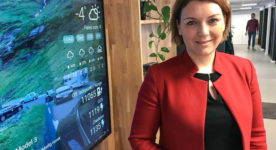 Christina Bu er generalsekretær for Norsk elbilforening. Hun mener ikke, at det Norges olierigdomme, der gør den store satsning på elbiler muligt. Hun kalder det en politisk prioritering, som eksempelvis Danmark også sagtens kunne beslutte sig for.