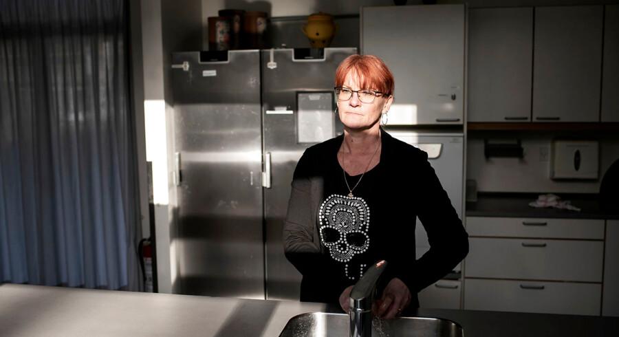 Det ene tilsyn vil gerne have lås på køleskabet, det andet tilsyn siger nej. »Hvad er det egentligt, vi skal gå efter at gøre?« spørger lederen af Morsø Bosteder, Lone Odgaard.