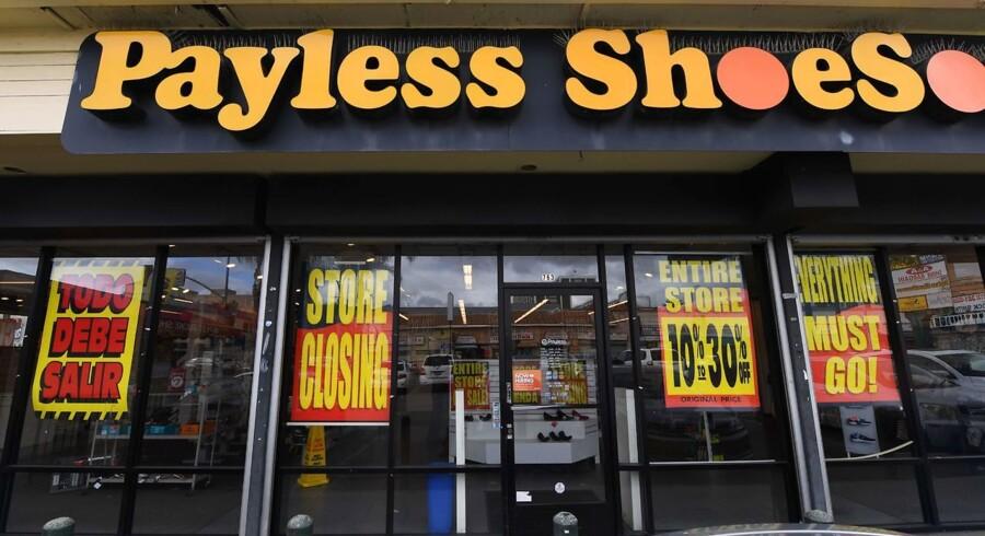 Med lukningen af sine 2.100 butikker over hele landet tegner Payless ShoeSource til at være forretningen med den hidtil største konkurs i verdenshistorien. Dermed slutter discountforretningen sig til andre virksomheder som Toys 'R' Us og tøjforretningen Charlotte Russe, der har tabt kampen mod stigende online shopping.