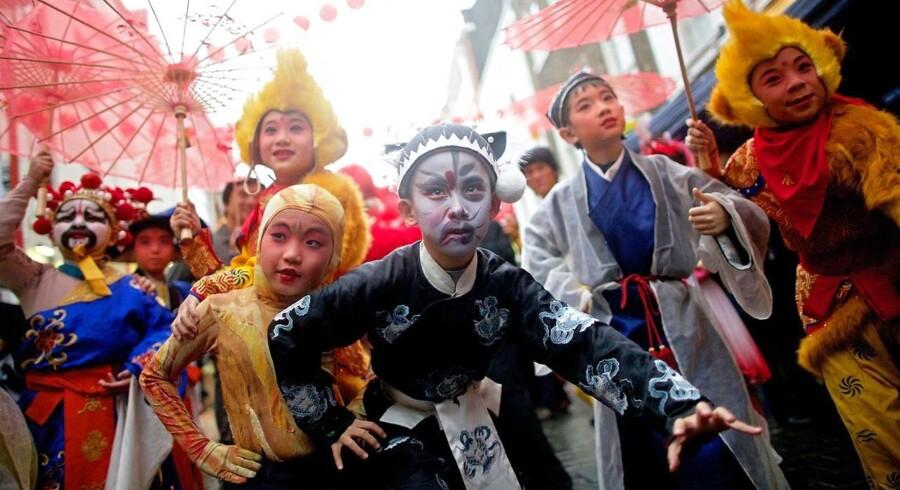 »Der er så mange nuancer, som ikke-asiatisk forfattere ikke vil være i stand til at fange, fordi de ikke selv har oplevet dem,« mener kritikere af en kommende børne-TV-serie fra BBC. Her er det britisk-østasiatiske børn, der fejrer det kinesiske nytår.