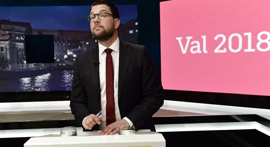 Jimmie Åkesson ved den store partilederdebat, der sluttede med SVTs omdiskuterede afstandtagen til hans udtalelser. Foto: Stina Stjernkvist/EPA