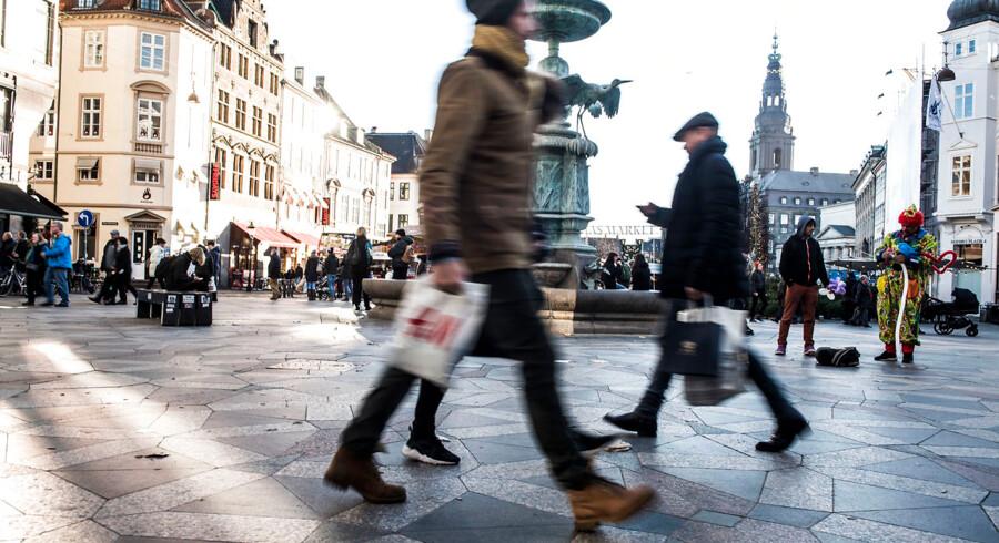 Danske forbrugere ser mindre optimistisk på fremtiden, og det kan få dem til at holde igen med privatforbruget.