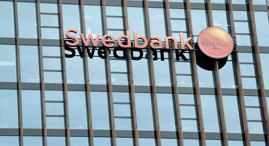 Swedbank's logo is pictured on its Lithuanian headquarters in Vilnius, Lithuania, in this May 10, 2014 file photo. REUTERS/Ints Kalnins/Files