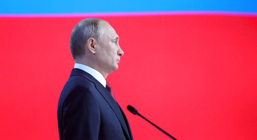Ruslands præsident Vladimir Putin delte penge ud til børnefamilier, syge og fattige i en halvanden time lang tale til nationen onsdag eftermiddag, inden han til sidst rundede USA med en advarsel om nye russiske våben.