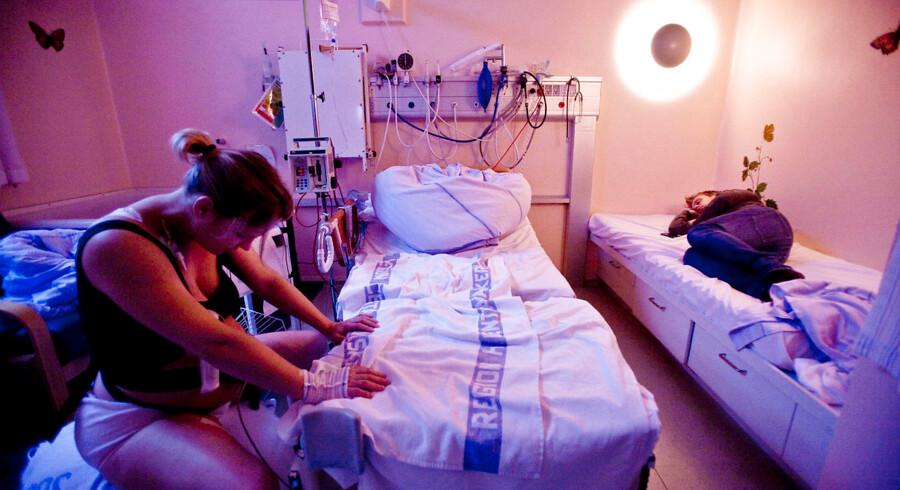 Fødende i Region Hovedstaden, også førstegangsfødende, bliver i stigende udstrækning udskrevet fra hospitalet få timer efter fødslen.