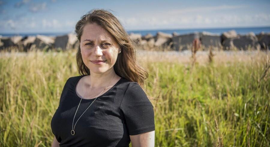 Mia Amalie Holstein mener, at kommunerne går for langt i deres forsøg på at få borgerne til at leve sundere. Ifølge Sisse Marie Welling (SF) på fotoet, Københavns Kommunes sundheds- og omsorgsborgmester, reducerer det sygefraværet, når de stiller krav til deres medarbejdere om at motionere i arbejdstiden.