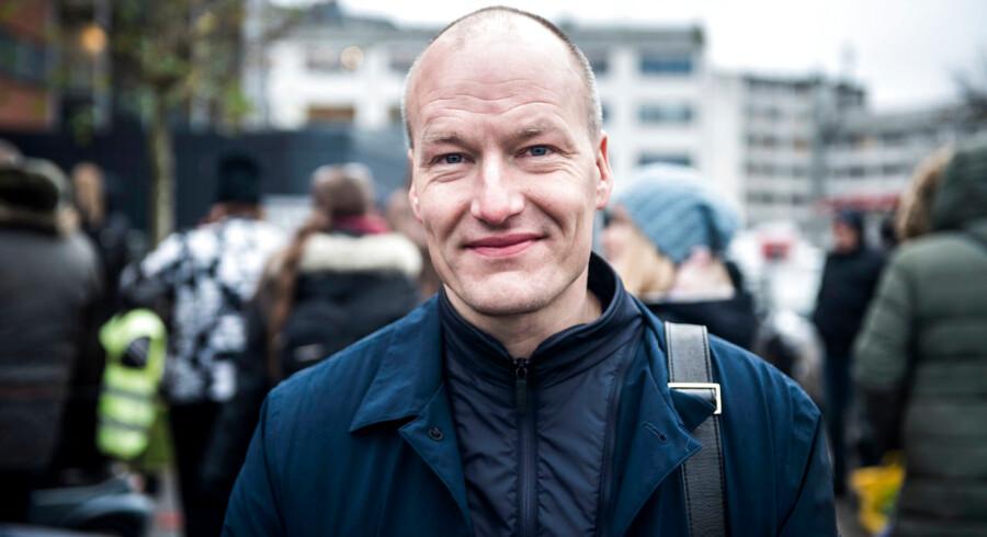 Dansk Folkepartis Kenneth Kristensen Berth udtaler sig krænkende, racistisk og diskriminerende om en hel befolkningsgruppe, mener Pelle Dragsted, medlem af Folketinget for Enhedslisten (Ø).
