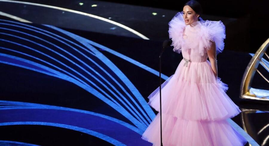 Country-sangerinden Kacey Musgraves' tyl-kjole blev flere steder sammenlignet med en svamp. Men kjolen var nu ikke mere outreret end mange andre af nattens kreationer.