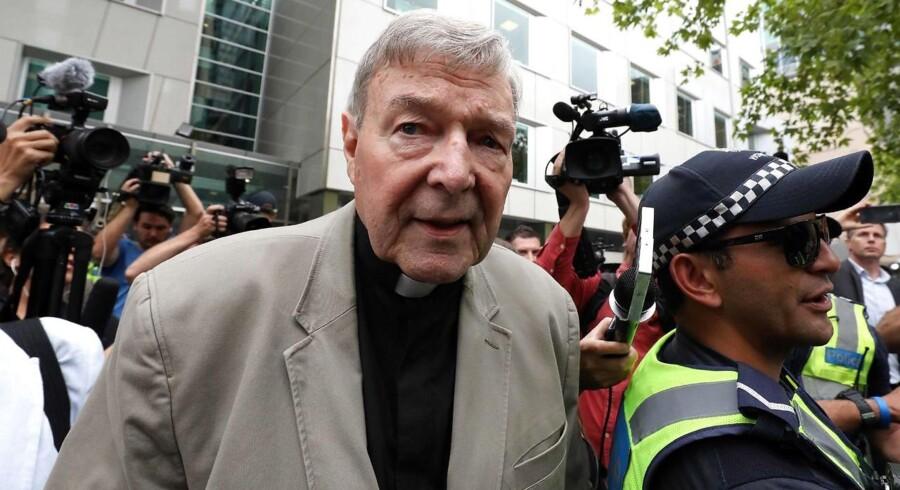 Kardinal George Pell er tidligere ærkebiskop i Melbourne og den tredje mest magtfulde i Vatikanet. Her ses den sexdømte og nu detroniserede mand efter et retsmøde i sin gamle hjemby.
