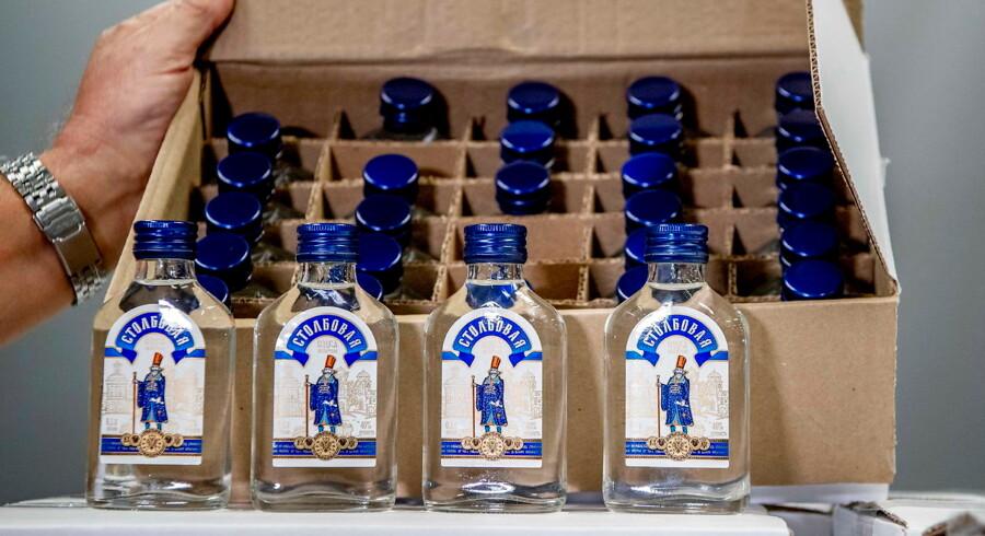 Nogle få af de tusindvis af beslaglagte vodkaflasker i Rotterdam.