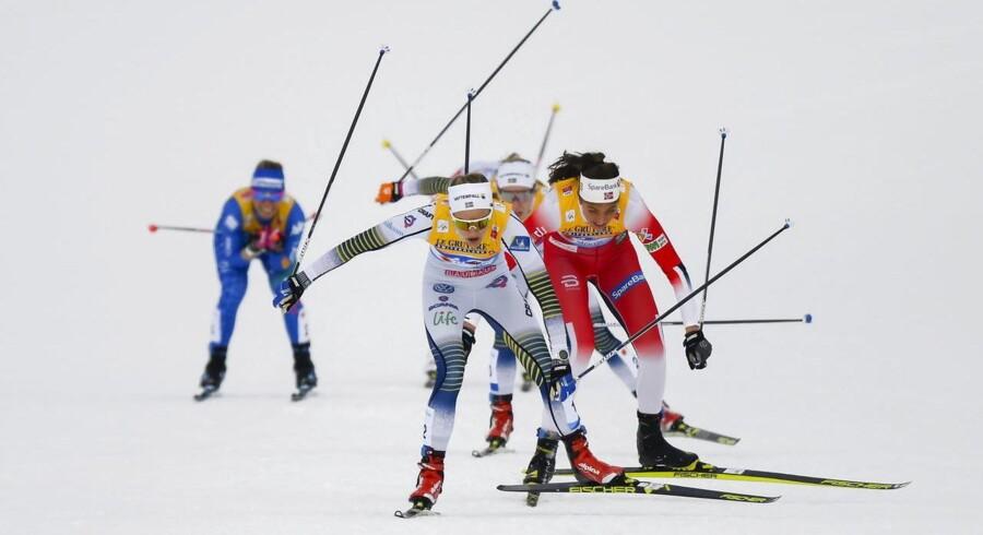 Den svenske skiløber Stina Nilsson i front ved VM i langrend i Østrig. Når det gælder seniorernes deltagelse på arbejdsmarkedet er svenskerne også i front med både nordmændene og danskerne haltende efter.