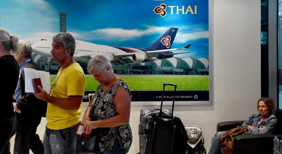 Strandede flypassagerer i Suvarnabhumi International-lufthavnen i Bangkok 28. februar. Tusinder af rejsende er påvirket.