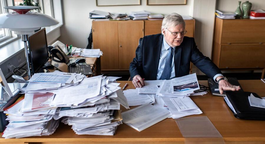 Bjarne Hastrup ved sit skrivebord i Ældre Sagen, som han selv var med til at stifte i 1986. Siden er Ældre Sagen vokset til en af Danmarks største og mest indflydelsesrige lobbyorganisationer med 850.000 medlemmer.