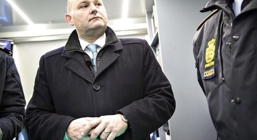 »Niels Jespersen taler også om en negativ udvikling i antallet af politibetjente i min tid som justitsminister. Faktisk får han det til at fremstå som om, at der er færre politibetjente end tidligere. Her må jeg først og fremmest konstatere, at antallet af politibetjente konsekvent faldt, da Socialdemokratiet sidst sad ved magten,« skriver justitsminister Søren Pape Poulsen (K).