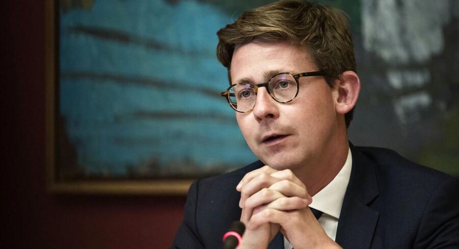 Skatteminister Karsten Lauritzen (V) forsikrer, at der er styr på genopretningen af inddrivelsen af danskernes gæld, der har nået 116 mia. kr.