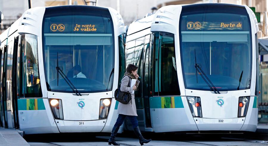 Hovedstadens letbane er kommet i modvind allerede inden byggeprojektet er begyndt. Her ses letbanen i Paris.