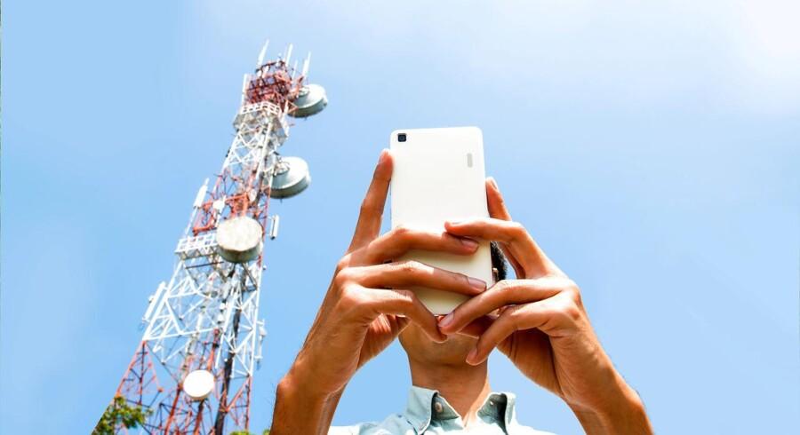 I stedet for at få fat i et almindeligt nummer blev mobiltelefonen ledt gennem en meget dyr satellitforbindelse. Arkivfoto: Iris/Ritzau Scanpix
