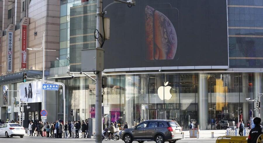iPhone-salget i Kina, som er Apples næststørste marked uden for USA, er hårdt presset. Derfor sættes også de nye iPhone-telefoner nu ned i pris. Arkivfoto: Wu Hong, EPA/Ritzau Scanpix