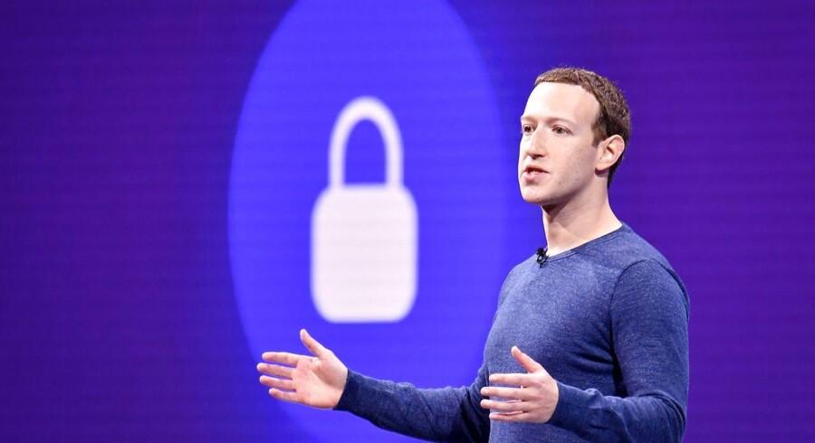 Facebook-stifter og -topchef Mark Zuckerberg vil skrue op for privatlivets fred på det børsnoterede, sociale netværk, som blandt andet skal kryptere al kommunikation mellem brugerne. Arkivfoto: Josh Edelson/AFP/Ritzau Scanpix