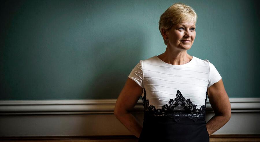 Ligestillingsminister Eva Kjer Hansen (V) og et politisk flertal vil hjælpe mænd, der udsættes for partnervold.