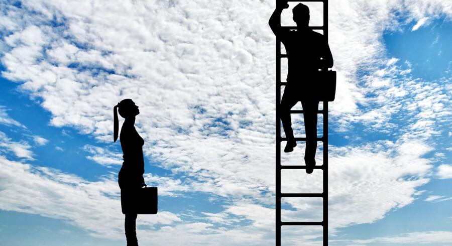 Størstedelen af danske mænd mener ikke, at det er et problem, at der ikke er flere kvindelige ledere på virksomhedernes direktionsgange, konkluderer en ny analyse fra Boston Consulting Group. Mandlige ledere skal træde mere i karakter og sørge for, at virksomheder sætter mangfoldighed på dagsordenen og får flere kvinder i lederstillinger, siger en medforfatter til analysen.