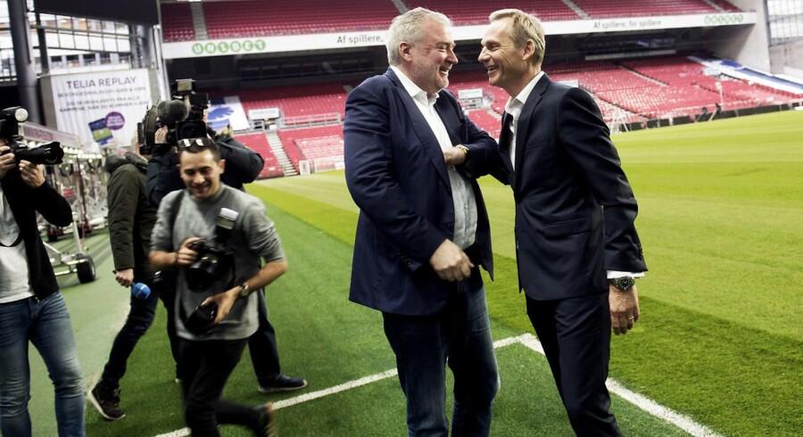 Lars Seier bliver vist rundt i Parken sammen med Bo Rygaard, bestyrelsesformand i Parken Sport & Entertainment.